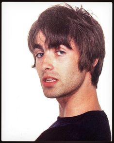 Wow 😍 Wasn't he just gorgeous? Liam Gallagher Noel Gallagher, Oasis Live Forever, Oasis Music, Oasis Band, Liam And Noel, El Rock And Roll, British Rock, Music Artwork, Britpop