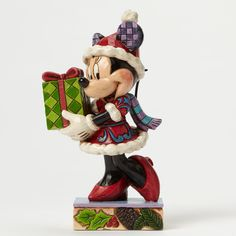 This Disney Traditions Holiday Gift Minnie Mouse figurine forms part of the Jim Shore collection of figurines for Disney. Here Minnie stands to bring Christmas cheer to all this festive season. Mickey Mouse, Minnie Mouse Christmas, Disney Christmas, Disney Mickey, Walt Disney, Christmas Stuff, Christmas Decor, Disney Figurines, Christmas Figurines
