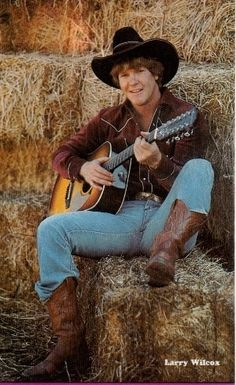 I'm going overboard with Jon pics! Larry Wilcox, 70s Tv Shows, Old Shows, Chips Series, Country Boys, Country Life, Artist Film, Childhood Tv Shows, Hot Cops