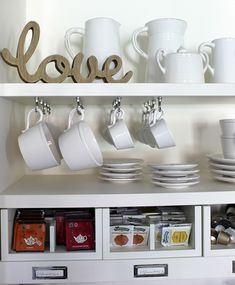 essupuesta estanteria mesa Casa Decor 2016, Dining Room Design, Mugs, Tableware, Wine Bars, House, Coffee, Kitchens, Shelves