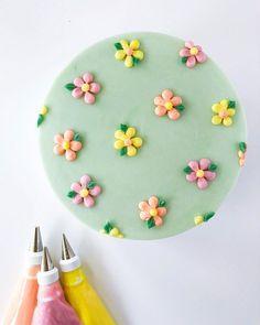 Pretty Birthday Cakes, My Birthday Cake, Pretty Cakes, Beautiful Cakes, Frog Cakes, Cupcake Cakes, Simple Cake Designs, Simple Birthday Cake Designs, Cake Decorating Designs
