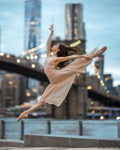 2019 - portrait of Basia - the last light of new york Dance Picture Poses, Dance Photo Shoot, Dance Poses, Dance Pictures, Ballet Dance Photography, Portrait Photography, Fashion Photography, Ballet Dancers, Belle Photo