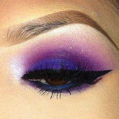 Maquiagem colorida roxo e violeta