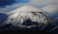 Les nuages lenticulaires: Vous les avez probablement pris pour des ovnis, mais ces nuages se produisent lorsque l'air humide déborde d'une montagne.
