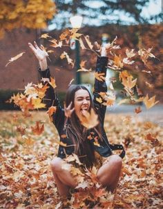 New Photography Ideen Herbst Ideas Autumn Photography, Girl Photography Poses, Tumblr Photography, Creative Photography, Autumn Aesthetic Photography, Indoor Photography, Photography Editing, Iphone Photography, Autumn Aesthetic Tumblr
