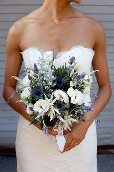 Free-form Bouquet ... quite beautiful! Photography by jasonwalz.com