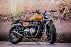 I think it is fair to say that Down & Out Cafe Racers are the UK answer to the well known big name Euro bike builders who have been producing some pretty fine custom Triumph Twins over the last few years Triumph Thruxton 900, Triumph Motorcycles, Custom Motorcycles, Custom Bikes, Triumph Cafe Racer, Cafe Racers, Cafe Racer Bikes, Triumph Speedmaster, Blitz Motorcycles