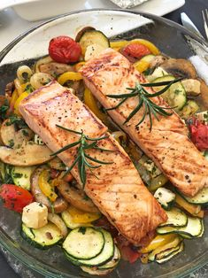 Oven vegetables with salmon- Ofengemüse mit Lachs Salmon with oven vegetables - Shrimp Salad Recipes, Shrimp Recipes For Dinner, Shellfish Recipes, Salmon Recipes, Salmon Salad Sandwich, Oven Vegetables, Roasted Vegetables, Slow Cooker Recipes, Healthy Foods