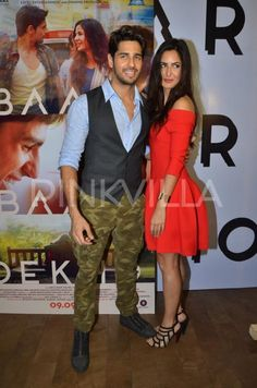Were Sidharth and Katrina offloaded from a plane at Delhi airport?