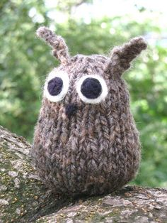 knitted owl from Natural Suburbia..  That is so fricking cute. Imma cry. Ermahgerd.
