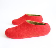 These Womens Wool Felted Slippers Strawberry are so light and delicious as the sweet Strawberry. This pair of womens slippers combines red and green colors. The felted slippers will create a comfort feeling in each step.  NOW 30 % OFF - only $98.49 USD