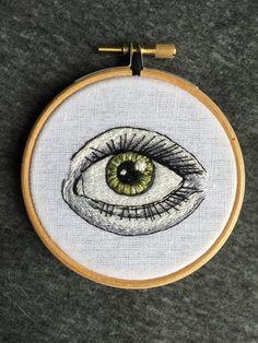 Een persoonlijke favoriet uit mijn Etsy shop https://www.etsy.com/nl/listing/272917042/embroidery-hoop-green-eye
