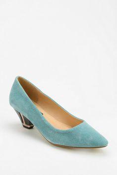 Deena & Ozzy Adorn Pointy-Toed Heel