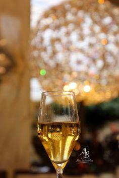 Park Hyatt Vienna: In traumhaftem Ambiente Frühstücken Wander Woman, Park, Vienna, White Wine, Alcoholic Drinks, Glass, Blog, Environment, Alcoholic Beverages