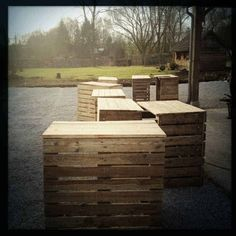 Recycled Pallets Bar: Because Ginette is a Belgian Organic Craft Beer! We decide to work with recycled materials like pallets for our beer Wooden Pallet Bar, Outdoor Pallet Bar, Pallet Benches, Pallet Tables, Pallet Sofa, Pallet Crafts, Pallet Projects, Diy Pallet, Pallet Ideas