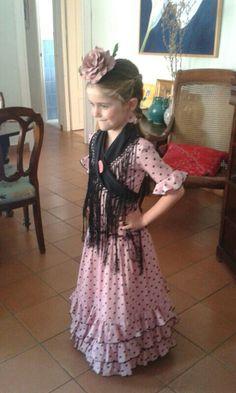 Te atreves con el negro para niña??? Pues siiii!!! Es tendencia !!!! Flamenco Dancers, Baby Dress, Glamour, Plus Size, Costumes, Summer Dresses, Chic, Crochet, Outfits