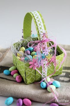 Woven Easter Basket – Easy Step by Step ⋆ Lady Pattern Paper Scrapbooking Paper Girl Gift Baskets, Birthday Gift Baskets, Basket Gift, Scrapbook Images, Scrapbook Paper, Scrapbooking, Sorority Gifts, Business For Kids, Easter Baskets