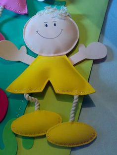 Diy Crafts For Gifts, Foam Crafts, Gifts For Kids, Paper Crafts, Cool Art Projects, Projects To Try, Felt Doll Patterns, Tiny Dolls, Sewing Toys