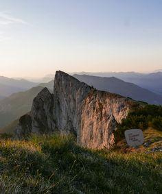 Sonnenaufgang am Schafberg mit Blick auf die Spinnerin. Was für EIN SCHÖNER FLECK ERDE. Bergen, Half Dome, Spring Time, Mountains, Nature, Travel, Sunrise, Alps, Nice Asses