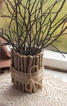Neutrácejte za drahé dekorace: Posbírala několik popadaných větví, které následně proměnila v kouzelné dekorace! Twig Crafts, Diy Home Crafts, Diy Home Decor, Upcycled Crafts, Creative Crafts, Decoration Bedroom, Diy Art, Flower Arrangements, Christmas Crafts