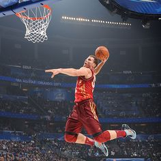 Blake Griffin throws down @ 2012 All-Star Game, with the assist from his Clippers team mate Chris Paul
