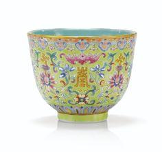 Coupe en porcelaine de la Famille Rose à fond vert Marque et époque Guangxu | lot | Sotheby's
