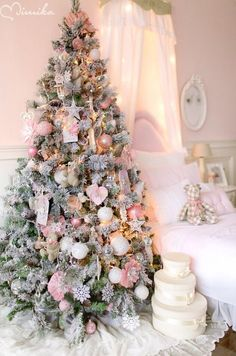 Christmas 2018 Pretty in Pink : If you are still unsure about your Christmas tree theme, and want to capture a little bit of that magic inside your home, take a look of these romantic and elegant pink Christmas trees. Elegant Christmas Trees, Pink Christmas Decorations, Shabby Chic Christmas, Christmas Tree Themes, Noel Christmas, Beautiful Christmas, Purple Christmas Tree, Christmas Tattoo, Christmas Mantles