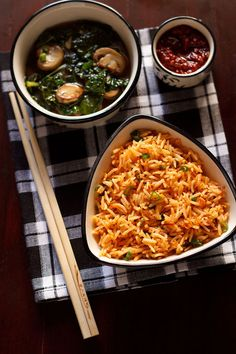 schezwan fried rice - spicy stir fried indo chinese recipe of vegetables and rice in schezwan sauce. step by step recipe.