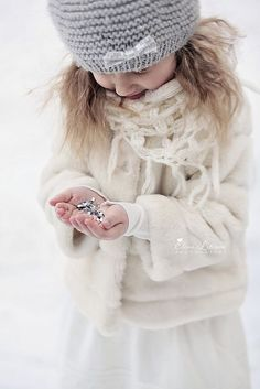 Dreaming of a white Christmas / karen cox. Winter Kids, Winter Day, Winter White, Winter Christmas, Christmas Photos, Cozy Winter, Christmas Colors, Fashion Moda, Girl Fashion