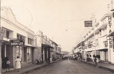 Tempo Doeloe Bandung, Jalan Braga, 1936 This postcard doesn't have a written location on it but after some research I'm pretty sure it's Jl. Braga in Bandung, but please correct me if I'm wrong. Asian History, History Photos, Old Pictures, Old Photos, Bandung City, Dutch East Indies, Age Of Empires, Dutch Colonial, Colonial Architecture