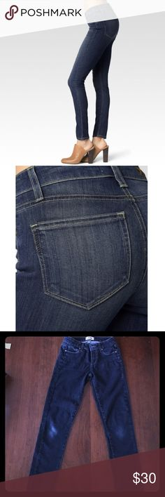 Paige Jeans Skyline Ankle peg! Some stretching and wear on the knees! Paige Jeans Jeans Ankle & Cropped