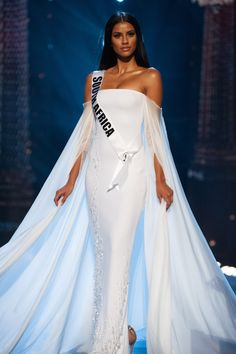 Best Evening Gowns in Pageantry: 2019 Edition - Pageant Planet Evening Gowns With Sleeves, White Evening Gowns, Miss Universe Swimsuit, Miss Universe Dresses, School Dance Dresses, Dinner Gowns, Lab, Royal Dresses, Costume