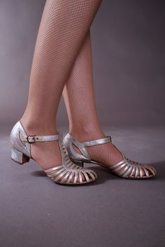 Vintage 1930s Shoes - Silver Metallic Low Heeled Dancing Slippers