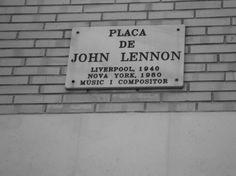 Plaça de John Lennon. Gràcia. Barcelona.