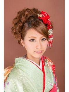 【最旬2016年向け】成人式・卒業式・和装・髪型・ヘアスタイルギャラリー - NAVER まとめ Kimono, Hairstyle, Naver, Clothes, Weapons, Beauty, Beautiful, Oriental, Halloween