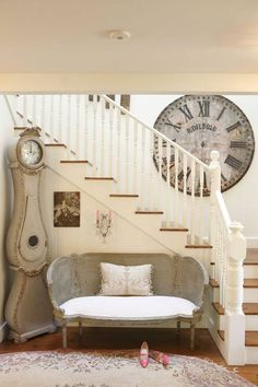 Check Out 17 Incredible Shabby Chic Staircase Design Ideas. shabby chic is a style that promises to top the trend charts when it comes to interior design and decorating in 2016 as well. Farmhouse Interior, Farmhouse Design, Home Interior, Farmhouse Stairs, Farmhouse Style, Swedish Interior Design, French Country Farmhouse, Rustic French, Scandinavian Interior