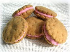 Felt Sandwich Biscuits Felt Toy for children by LatteFragolina Kids Play Food, Felt Play Food, Felt Food Patterns, Stuffed Toys Patterns, Felt Cake, Felt Fish, Felt Toys, Felt Ornaments, Diy Toys