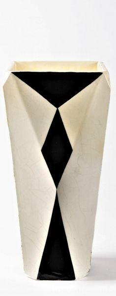 Vlastislav Hofman (výroba Graniton): Váza hraněná, před 1914 měkká kamenina, výška 33,5 cm Vlastislav Hofman (výroba Graniton): Váza hraněná, před 1914 měkká kamenina, výška 33,5 cm měkká kamenina, výška 33,5 cm World War One, Cubism, Designers, Art, World War I, Craft Art, Kunst, Gcse Art, Art Education Resources