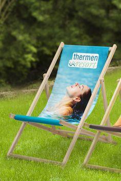 Relax, just do it! So einfach funktioniert Werbung im Liegen. Biete deinen Kunden eine gemütliche Pause auf Messen, Events oder im Gastgarten.  Individuell bedruckt und bereits ab 1 Stück erhältlich. Outdoor Chairs, Outdoor Furniture, Outdoor Decor, Pause, Relax, Events, Simple, Sunroom Playroom, Pool Chairs