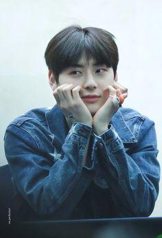 Wanna-One - Hwang Minhyun Minhyuk, Jinyoung, Busan, Let's Talk About Love, Nu Est Minhyun, Kim Jaehwan, Aesthetic Boy, Ha Sungwoon, Pledis Entertainment