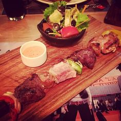 Mixed meat and veggie kebab with salad so good #t1d #type1diabetic #type1diabetes #diabetic #diabetes #diabetesawareness #lowcarb #lowcarblifestyle #lchf #lowcarbfood #keto #ketosis #ketones #ketogenic #eatfat #eatwell #nourish #normalbloodsugar #wheatfree #glutenfree #grainfree #sugarfree #fuckcarbs #fuckdiabetes #fuckthefoodpyramid #foodporn #salad by type1diabeater