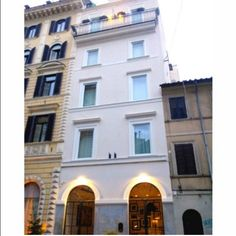 You don't judge a book by its cover... But you can judge The Fifteen Keys Hotel by its facade!  We are sure that the verdict will be positive!  #thefifteenkeyshotel #fifteenkeys #feelshomey #rionemonti #rome #italy