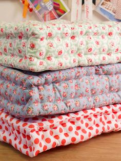 Quilted Floor Cushion Tutorial - Make colorful giant floor pillows to hang out on with this detailed tutorial. Cushion Tutorial, Pillow Tutorial, Diy Tutorial, Quilting Tutorials, Sewing Tutorials, Sewing Patterns, Dress Tutorials, Dress Patterns, Sewing Hacks