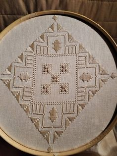 Christmas Embroidery Patterns, Embroidery Patterns Free, Pattern Design, Free Pattern, Diy And Crafts, Arts And Crafts, Hardanger Embroidery, Needlepoint, Needlework