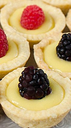 Lemon Tartlets with Lemon Curd - Pretty lemon tartlets with the best lemon curd you've ever had! Definitely a crowd pleaser as an appetizer or dessert at your next party! ❊
