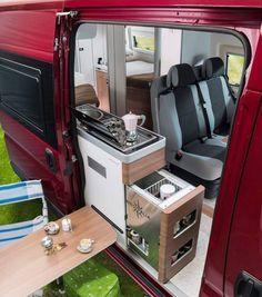 seitliche Küchenzeile und Klapptisch Flip down exterior table- Westfalia Camper