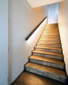 25 beautiful staircase lighting design ideas for your home 18 Narrow Staircase, Staircase Railings, Modern Staircase, Staircase Design, Stairways, Staircase Decoration, Spiral Staircases, Staircase Lighting Ideas, Lighting Design