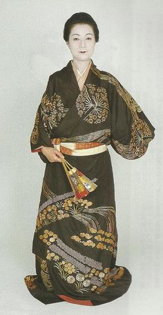 "Scan G4 : Scans from book ""The History of Women's Costume in Japan.""  Scanned by Lumikettu of Flickr.  Exacting recreation of Japanese costume many centuries ago… Japanese Clothing, Japanese Outfits, Traditional Japanese Kimono, Japanese Art, Historical Women, Historical Clothing, Fashion Fabric, Kimono Fashion, Muromachi Period"
