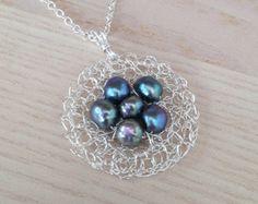Einzigartige Süßwasser Perle Halskette. Draht häkeln Anhänger. Sterling Silber Halskette Silber Anhänger Pfau Pearl Anhänger Draht Schmuck Geschenke