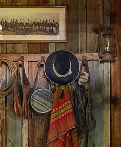 Pin by lynne lewis on barn homes деревянные дома, гаучо, дом. Western Decor, Rustic Decor, Western Bar, Western Style, Home Deco, Westerns, Ranch Decor, Southwest Decor, Southwest Style